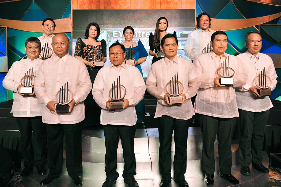 Xurpas CEO wins Entrepreneur of the Year Philippines 2015