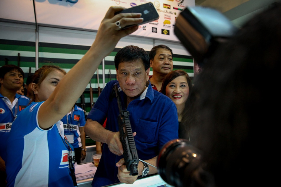Rody Duterte at arms show