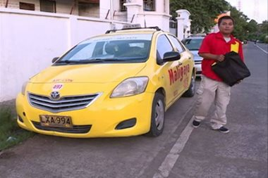 Honest taxi driver returns bag with laptop