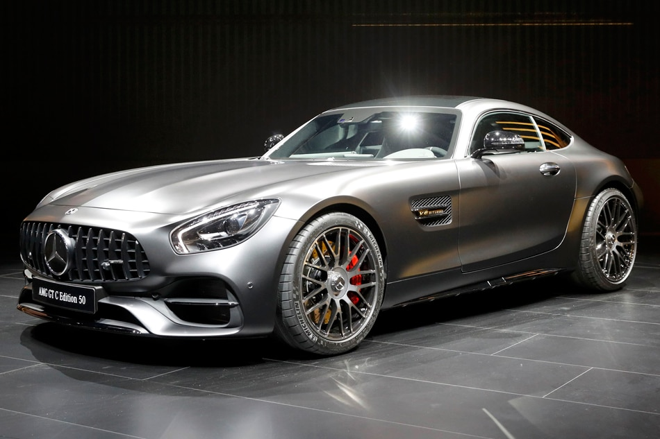 Mercedes benz overtakes bmw becomes largest luxury for The biggest mercedes benz