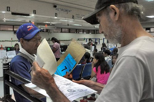 Pensioners to receive money despite controversy: SSS