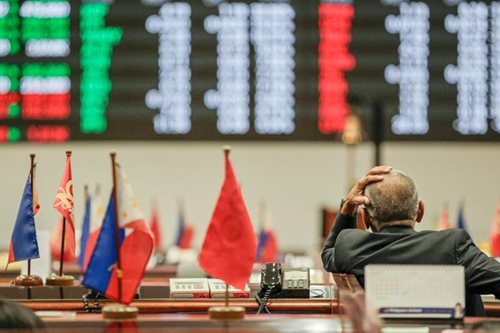 Shares close lower amid net foreign selling