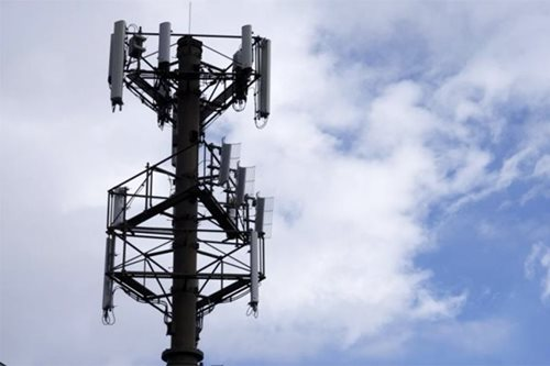 Third telco by March 'physically impossible,' Palace says