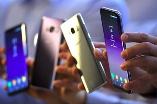 Samsung, Apple keep top spots in smartphone market