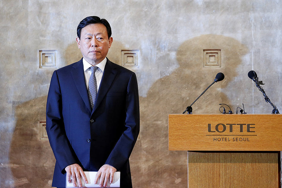 Lotte Chairman Shin gets suspended prison term in graft trial