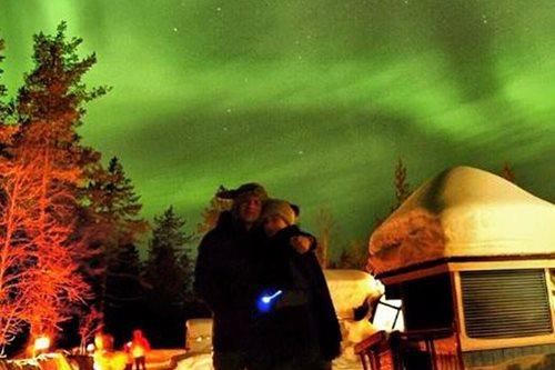 LOOK: Dennis Trillo, Jennylyn Mercado's romantic date in Finland