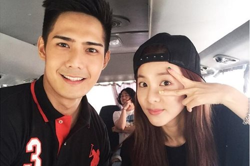Is Sandara open to romance with Robi?