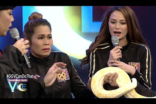 WATCH: Scared Pokwang asked to pose with snake