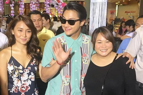Fans at Kathryn-Daniel premiere quick to fall in love with new flick
