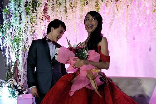 WATCH: Edward escorts Maymay at surprise birthday bash