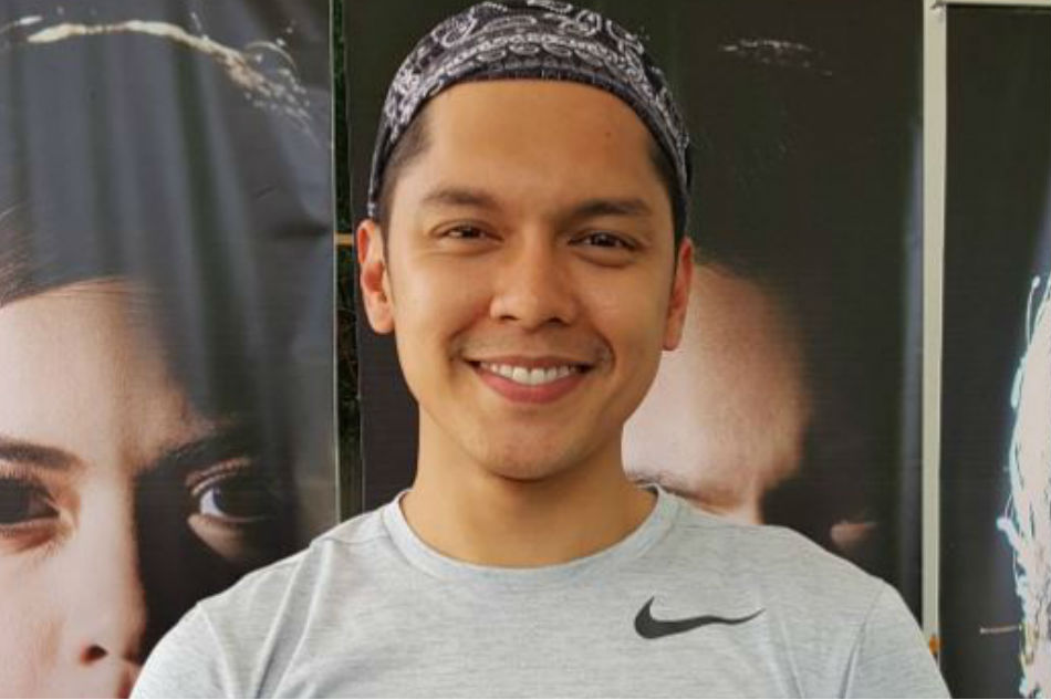 watch  carlo aquino pranks vendors with popular  u0026 39 bata