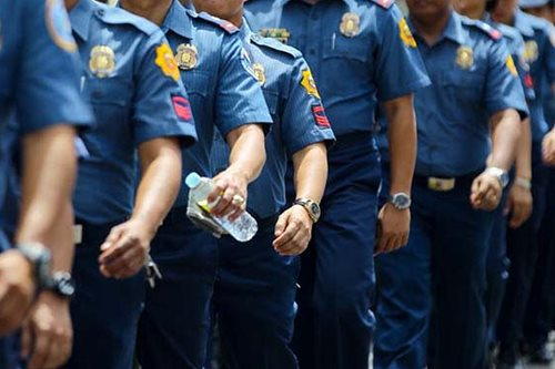 How many 'scalawag' cops showed up for Basilan deployment?