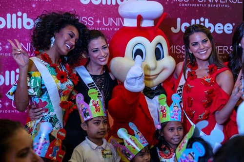 LOOK: Miss Universe candidates, orphans feast on fast-food treats