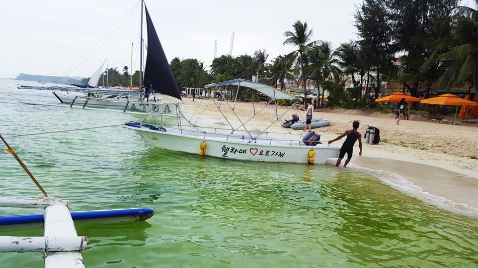 Slimy algae in Boracay stir debate among locals, experts 8