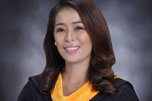 'Will to succeed': Sampaguita vendor, a cemetery dweller, finishes college