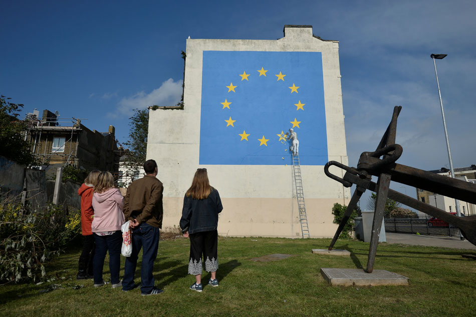 British street artist takes on Brexit with mural
