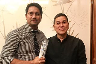 Richard Gomez receives Bench Icon award