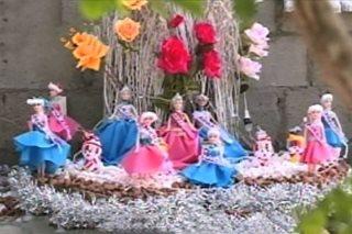 PANOORIN: Mga manikang nakabihis bilang pageant contestants