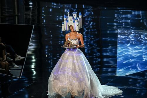 Miss Germany leaves national costume headpiece in PH
