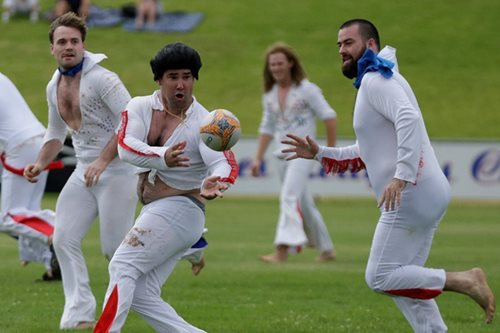 Elvis plays rugby