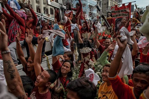 Procession of Nazareno replicas