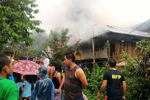 Fire razes 4 houses in Butuan