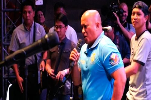 WATCH: 'Bato' makes anti-drugs pitch at rock concert