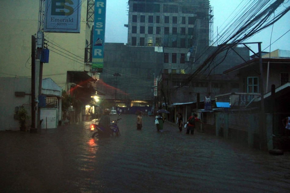 IN PHOTOS: Flash floods leave thousands stranded in Cagayan de Oro City