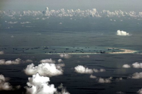 US warship sails close to S. China Sea island occupied by Beijing