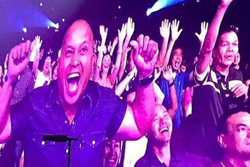 SPOTTED: PNP chief Bato at Bryan Adams concert