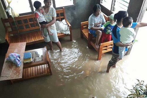 Home sweet home: Filipinos stay put even when the sea invades