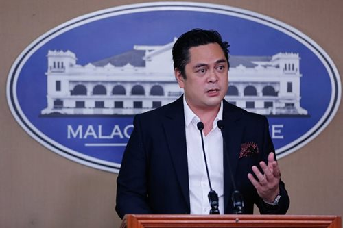 No apologies from Andanar over bribe claim