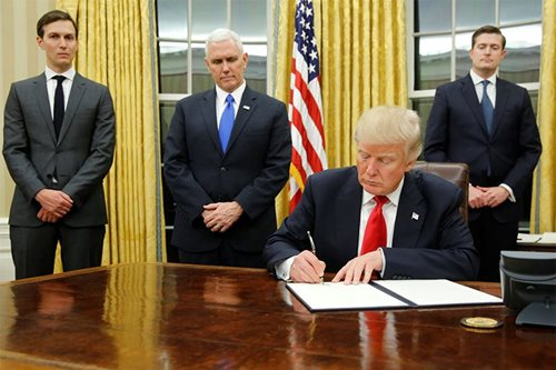 Trump signs executive decree against Obamacare health law