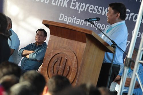 Osmeña gives P150K to cops for killing traffickers