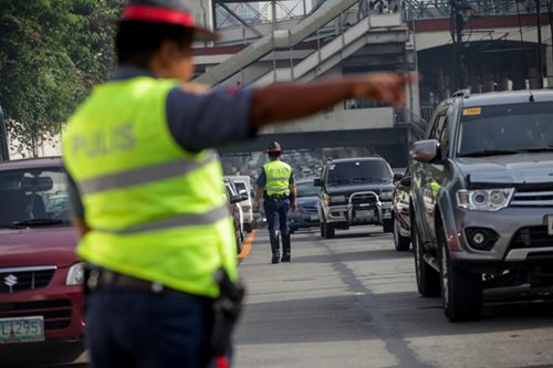 MMDA resorts to volunteers to beef up undermanned traffic force