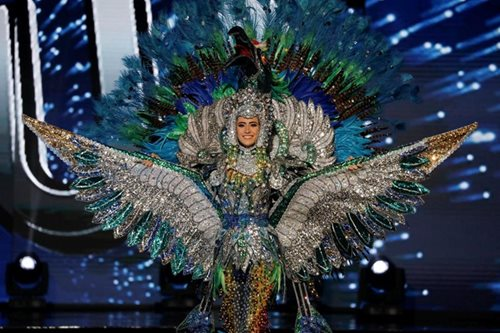 Miss Nicaragua shows national pride