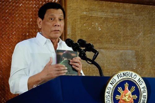 Duterte, hinamong ilabas ang transaction history sa bank account