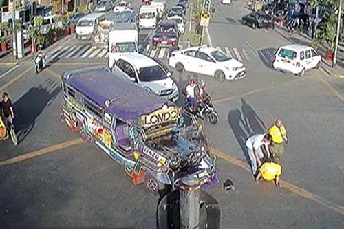 VIRAL: Traffic enforcer, nabundol ng PUJ