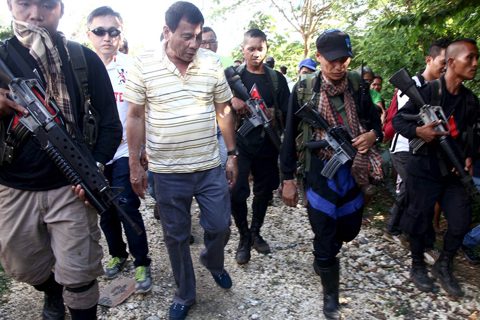 Duterte leads destruction of smuggled cars in Cagayan