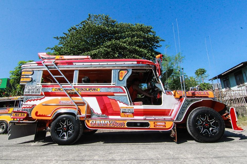 Pangasinan repair shop restores old jeepneys to avoid phase