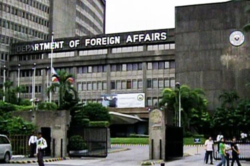 DFA: Career diplomats outnumber political appointees