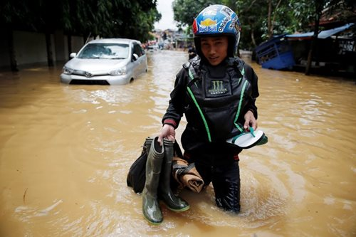 Indonesia hit by severe flooding