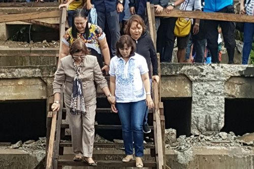 Robredo visits quake survivors in Surigao del Norte