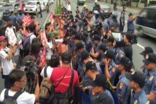 Militanteng kabataan, kinalampag ang US Embassy