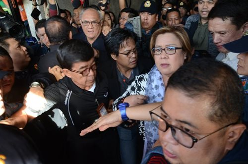 De Lima arrives in Muntinlupa court to face judge