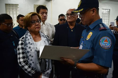 De Lima detained, determined to clear name