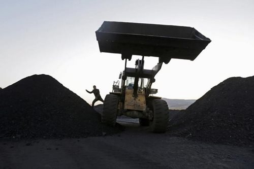 China vows new steel, coal capacity cuts to make sky blue