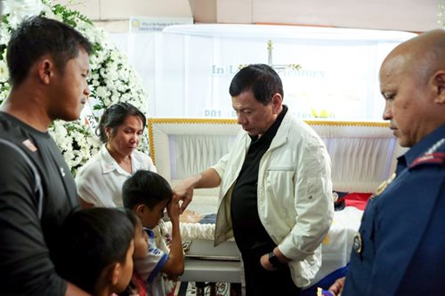 Duterte pays tribute to 4 slain policemen