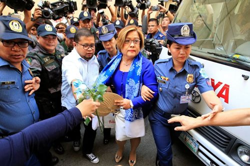 Police dare CHR to file complaint over alleged De Lima mistreatment