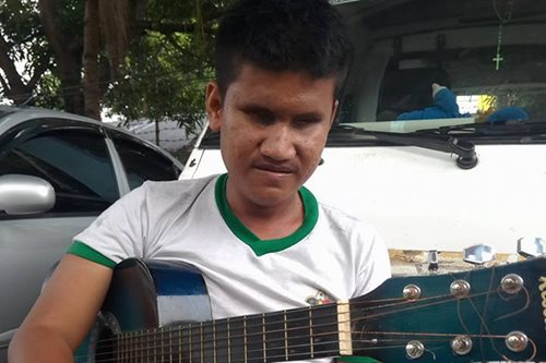 After 'Yolanda,' blind singer hangs on to hope to be reunited with family